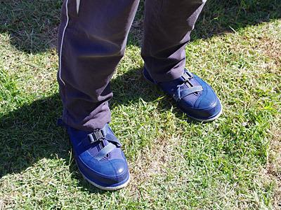 さすがはチャンプ、磯でも滑りにくいプロ仕様のフェルト底の靴を履いている。