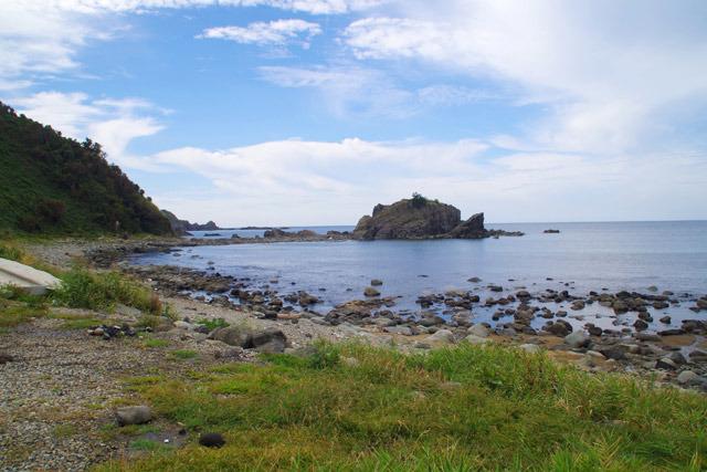 島の西側にあるワイルドなキャンプ場。たぶん椎名誠の本で読んだ場所だ。民宿もいいがキャンプもしたい。