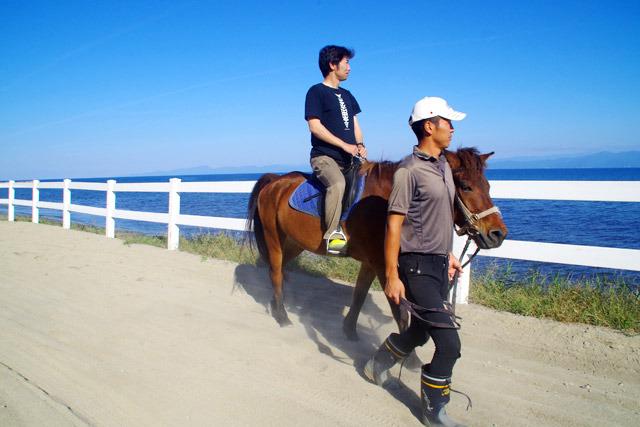 海を見ながらの優雅な乗馬体験。