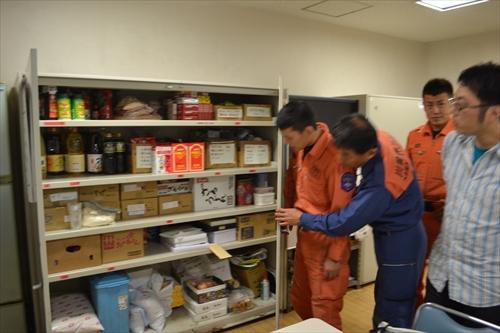 調味料や乾麺など、数週間は持つよう食料が備蓄してある