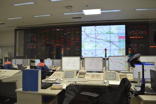 川崎市内から119番された通報はこの消防指令センターで適切に処理される