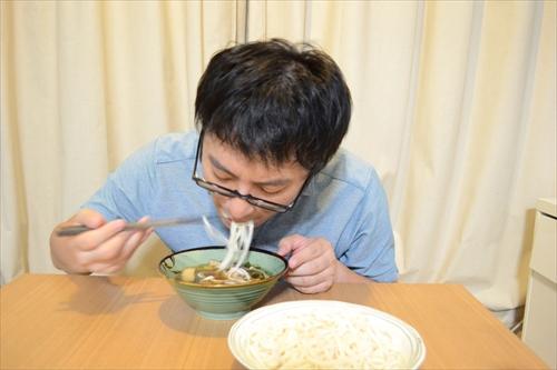 麺をつけて食べる……