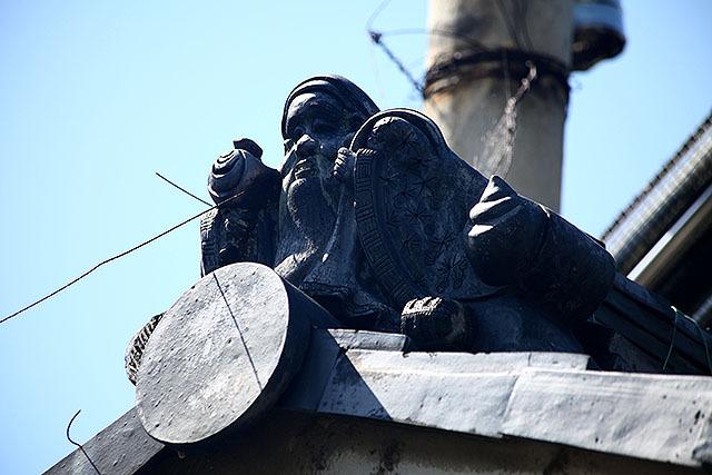 奈良時代の招福思想に戻ったのか、七福神の鬼瓦を付けている家もある。