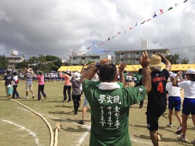 宮古島の小学校の運動会は子供も大人も踊る