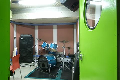 音楽スタジオで収録