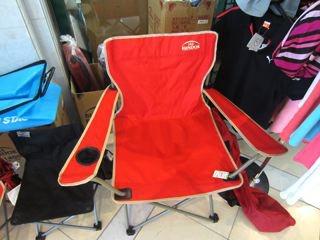 目玉商品は店頭にあります。椅子980円! 激安! 使うあてはないけど欲しい!