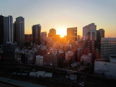 暮れなずむ新宿が見れます。