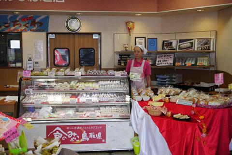 鳥取の練り物屋はケーキ屋のように種類も充実している