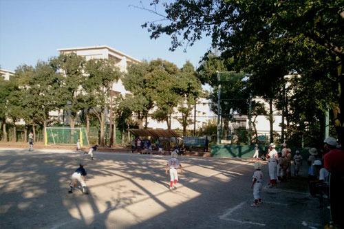 近所の公園で子どもたちの試合を観ながら考えた