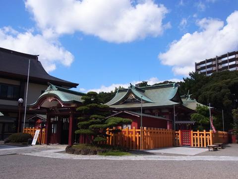 そんなに広い訳ではないけど、静かでとても落ち着く神社だ