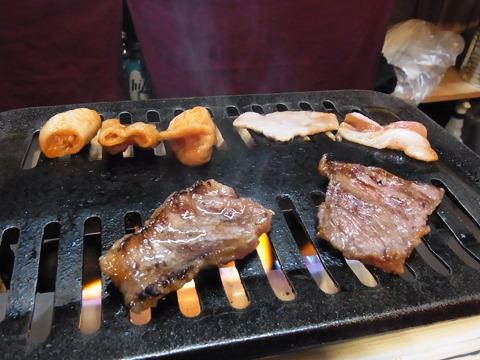 240gの肉を少しずつ自分で焼いて…ああ、すごく美味しいのだ