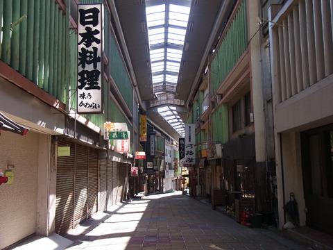 とても雰囲気のある商店街(というか飲み屋街)。残念ながら震災の影響で閉店してしまった店も多いようだ