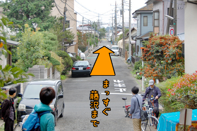 駅からすこし移動して、相模川沿いのスタート地点(前記地図・赤い線の北端)へ移動。そこから見た風景。思わず「おおー!」って声を上げてしまった。ほんとうにまっすぐだ!