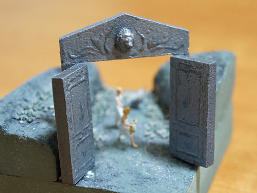 冥界の門には、獅子の紋章あり。由来はわからじ。