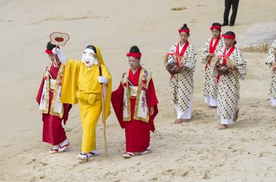 人が神になる瞬間が見られる祭りが西表島にある