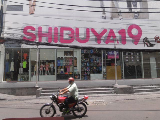 大きくピンキーに描かれたSHIBUYA19