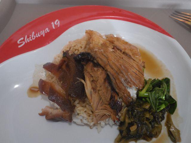フードコートのタイの庶民料理もShibuya19仕様。フードコートには中東系も食べれるぞ!