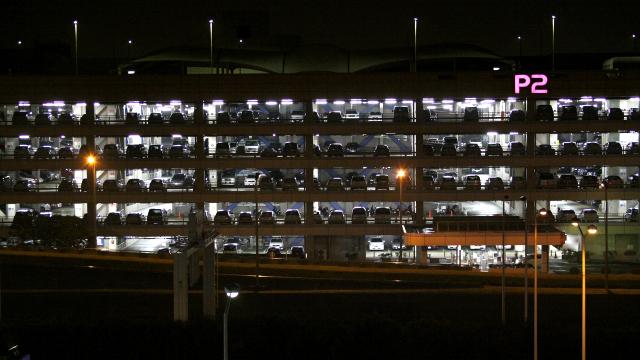 羽田空港の駐車場から見る夜景、これがなかなか素晴らしい