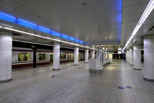 終電近くの羽田空港国内線ターミナル駅は人もまばら