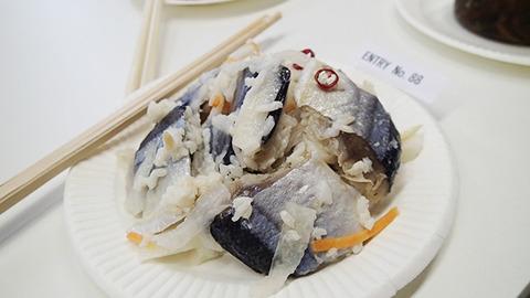 【さんまの飯寿司/北海道】 地元で獲れた特大さんまを使った飯寿司。酢と塩加減にアレンジを加え、マリネ風に仕上げている