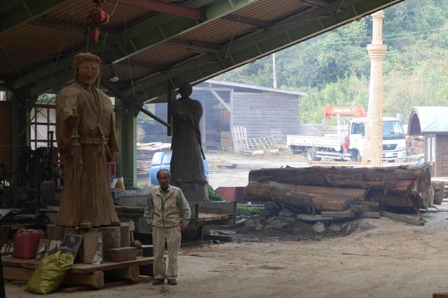 左から勝海舟、ログハウス会社社長、そのご先祖様、東京スカイツリー