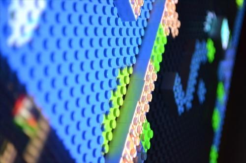 レゴにゲーム画面が投影されている
