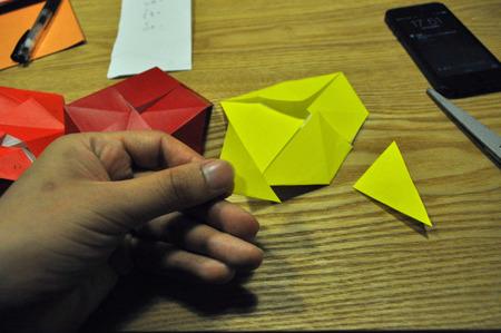 開く部分の大きさに違う色を切り取って貼りつける。