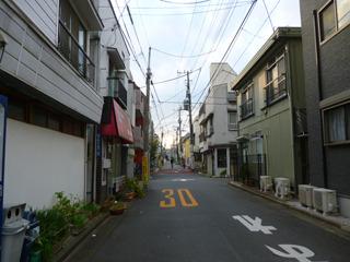 格子状の街並みが続く百人町