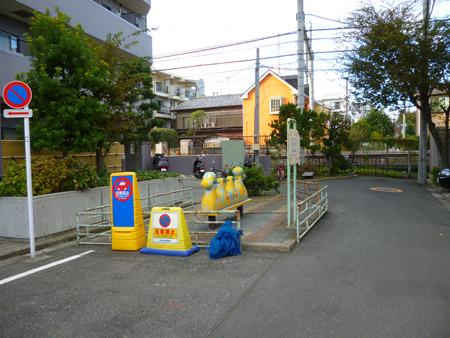 道路の一部が公園になっている