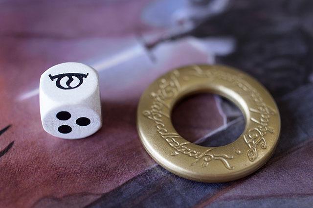 こういう指輪が付く。左のサイコロは振るとたいてい嫌なことが起きる。