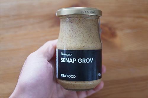 妻が買ってきた名前すら読めない食材。ほぼ手つかずのまま冷蔵庫の奥から発見された。だいぶ前に賞味期限切れてる。