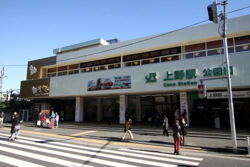 上野駅の公園口から上野公園へ