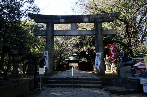 どどんと鳥居が現れる。ここが上野東照宮