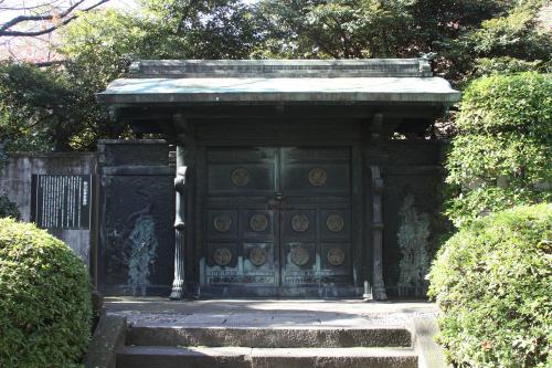 その裏手には、徳川家の墓所もある