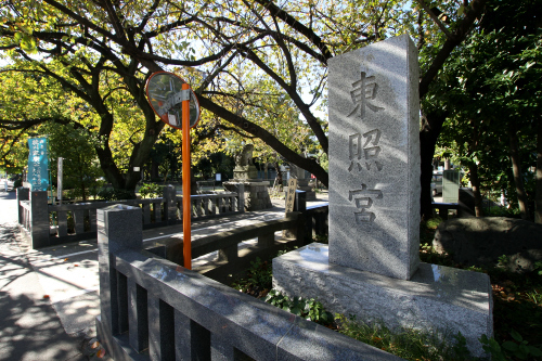 増上寺に比べて、こぢんまりとした感じの芝東照宮