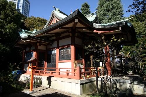 昭和44年に再建された社殿もまた庶民的