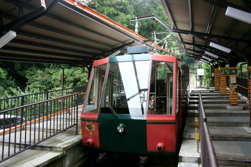 比叡山へと続くケーブルカー