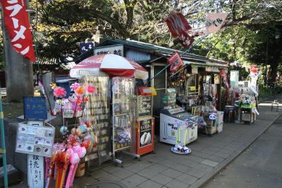 上野東照宮の側にあるレトロな売店。こういうのにも、惹かれますな
