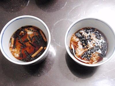 お茶漬けのもと無しには、海苔とゴマを入れました。
