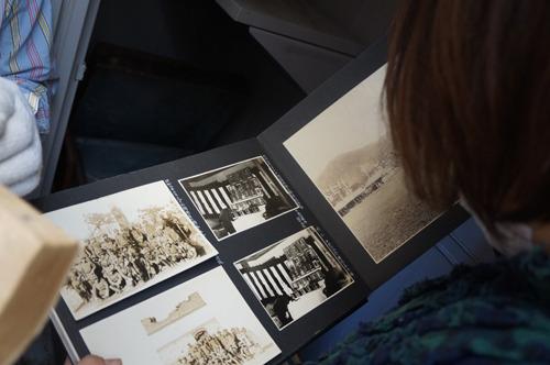 葬儀の様子が記録された写真アルバム
