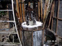 ガスを含んだ海水が噴き出している(2009年)