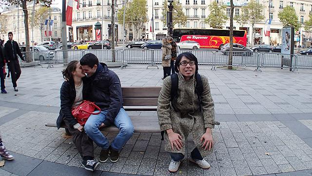 パリのカップルとパリジャン