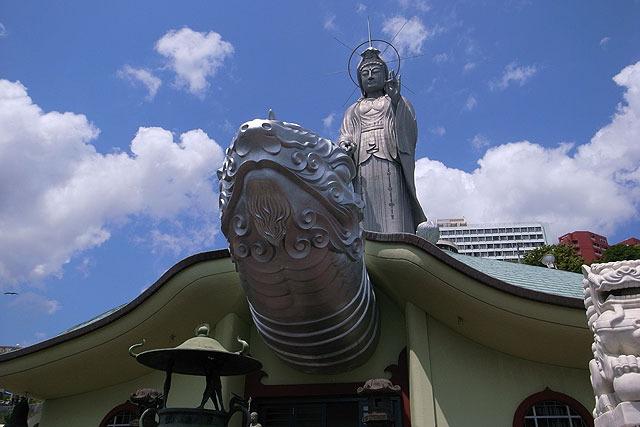 珍スポットとして紹介されてるのも見たことがあるが、福済寺といって寛永5年(1628年)からある由緒ある寺。原爆で消失する前は国宝もあったという。