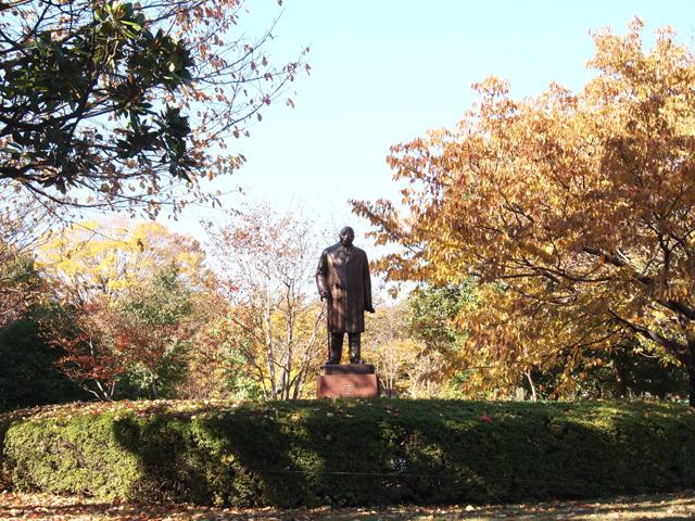 北の丸公園にたつのは、吉田茂さん
