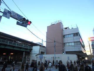 中野駅でございます。最近、駅最寄りのサイゼリヤがなくなりました…残念。