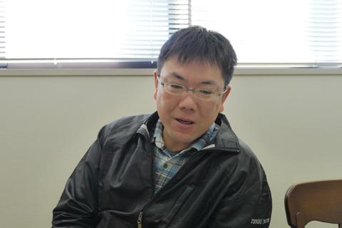 天狗納豆の笹沼五郎商店六代目、笹沼寛さん。25のときに入って今は15年の若い社長さん。