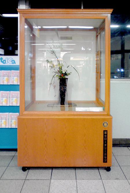 富士駅。前出JR三ノ宮駅のものに要所要所が似ているが、プロポーションがだいぶ異なる。かなりでっぷりとしたBOX。