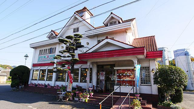 次のお店は「マドモァゼル(岡山県笠岡市用之江327-10)」です!