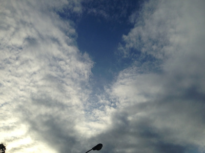 その時、空にはいわし雲が。明日は宮里家の涙雨が降るかもしれませんね