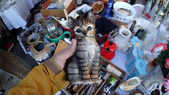 フランスの蚤の市でみつけた猫。かわいい。